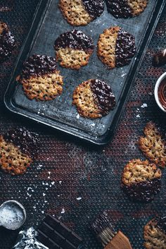 Havreflarn - Thin oat cookies with chocolate and sea salt - Call Me Cupcake Oat Cookies, Galletas Cookies, Chocolate Chip Cookies, Sweet Cookies, Baking Cookies, Swedish Recipes, Sweet Recipes, Biscuits, How To Temper Chocolate