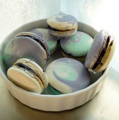 Macaron Fetish: Tri-Colours: Blueberry White Chocolate Ganache Macarons...amazing instructions on how she pipes the three colors.