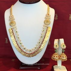 Multi-layer Gold Coin Necklace Designs, Gold Multi-layer Necklace with Side Locket. Antique Jewellery Designs, Jewelry Design, Gold Coin Necklace, Layer Necklace, Latest Jewellery, Gold Jewellery, Gold Jewelry Simple, Bollywood Jewelry, Jewelry Model