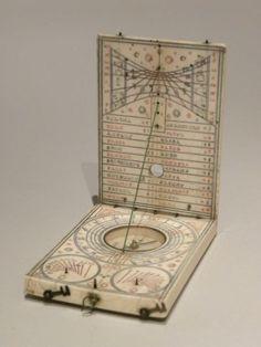 Cadran solaire diptyque en ivoire signé Jacob Karner - Cadrans solaires européens en ivoire et écaille - Antiquité Delalande