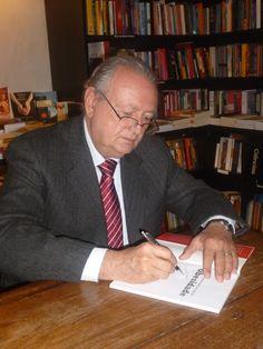 Prof. Dr. Bruno Zilberstein, autor do livro, é cirurgião bariátrico e professor  livre-docente da Faculdade de Medicina da USP e Professor Honoris-Causa da Universidade Federal de Goiás.