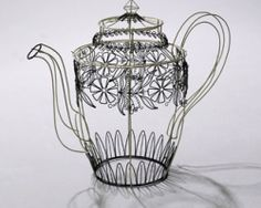amazing wire sculpture by Cathy Miles by belphegor Wire Art Sculpture, Wire Sculptures, Pics For Fb, Egg Carton Crafts, Tea Party Bridal Shower, Muse Art, 3d Pen, Hirst, Wire Crafts