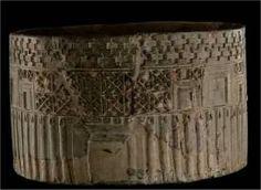 JIROFT - 5000 ans - boîte cylindre avec des motifs architecturaux  ----- http://setarehsophie.free.fr/aratta/aratta2.html