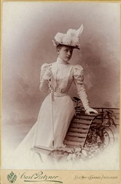 ~+~+~ Antique Photograph ~+~+~  Very elegant Young Woman in white. c 1895