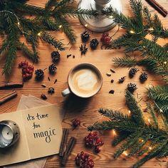 How do you spend this second winter evening? ❤️️ Як проводите цей вечір п'ятниці? По-зимовому: у пледиках, з чаєм-кавою, книжкою-фільмом? Бо справді ж зима вже. Зі снігом та ліхтариками. ✨