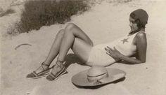 Renée on the Riviera (sur la Côte d'Azur) - Photo : Jacques-Henri Lartigue…