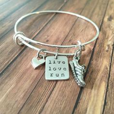 Motivational runner's bracelet. Part of our live love run collection of charms, necklaces and bracelets. Gift ideas for every runner!