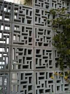 53 Awesome Breeze Block Wall Backyard Inspiration Ideas - About-Ruth Decorative Concrete Blocks, Concrete Block Walls, Concrete Fence, Concrete Bricks, Breeze Block Wall, Building Raised Garden Beds, Beton Design, Exterior Design, Brick Design