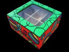 Caja de té 6 divisorios de madera pintada en acrílico.