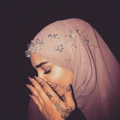 Arab Girls Hijab, Girl Hijab, Hijab Outfit, Muslim Fashion, Modest Fashion, Hijab Fashion, Fashion Outfits, Cute Muslim Couples, Cute Couples Goals