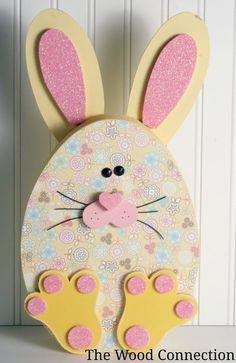 Se forma la silueta del Conejo y detrás podemos pegar una cajita para llenar c chocolatinas