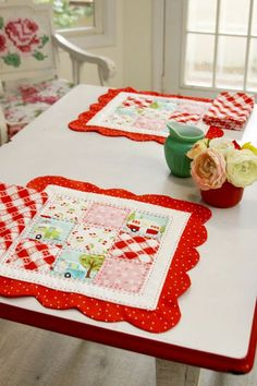 Scalloped Nine Patch Retro Style Placemats -