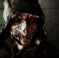Perfect I tell you. Perfect. That mask and everything. Gosh Scarecrow is so hot.