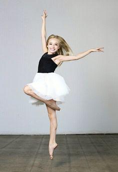 New Photography Dance Studio Photo Shoot Ideas Dance Picture Poses, Dance Photo Shoot, Poses Photo, Dance Poses, Dance Pictures, Ballet Kids, Ballet Poses, Ballet Dancers, Ballerinas