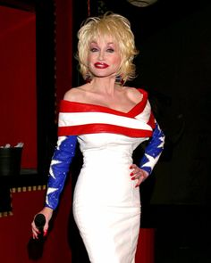 Dolly Parton Pictures, Country Female Singers, Musica Country, Music Photo, Hello Dolly, Country Music, Movie Stars, Superstar, Pin Up