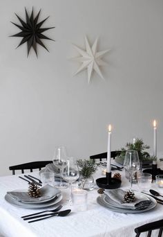 Minimalist Christmas table styling with fir, candles & pine cones Minimalist Christmas table styling with fir, candles & pine conesNow that our is complete, I'm looking forward to styling the table for fes Scandi Christmas, Christmas Interiors, Minimalist Christmas, Simple Christmas, Christmas Home, Coastal Christmas, Christmas Crafts, Christmas Table Settings, Christmas Table Decorations