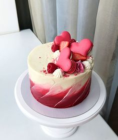 Best Sweet Decoration Cake and Cookies for Valentines Day Ideas Improvements in technology have affected every area of life, and that includes the area of cake decorations. Today, parents giving a birthday party, v. Cookies Et Biscuits, Cake Cookies, Cupcake Cakes, Pretty Cakes, Cute Cakes, Decoration Patisserie, Valentines Day Cakes, Strawberry Cakes, Strawberry Summer