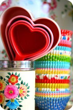 <3 bright colors