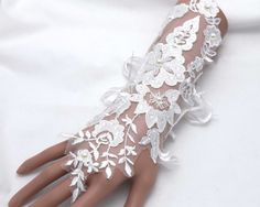 Fingerless gloves,Lace gloves,Bridal wedding gloves,Pearl gloves,Lace floral gloves,Ribbon gloves - a pair