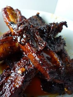 These Spicy Korean Pork Spare Ribs are succulent, sweet, and spicy. They require some advance marinade preparation, but then are easily cooked in the oven. of pork ribs Marinade 2 heaped tbsp Korean red Asian Cooking, Slow Cooking, Cooking Recipes, Cooking Lamb, Cooking Salmon, Spicy Korean Pork, Korean Ribs, Korean Food, Asian Ribs
