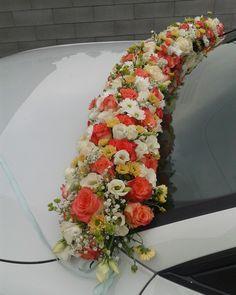 Hochzeits Auto // Blumen -Girlande // auf Steckmasse gesteckt, für die Wasser Versorgung, besonders bei Rosen wichtig! (Nicht gebunden). Auf Gabelnoppen befestigt (kennt man aus der Friedhofs-floristik)