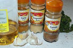 La meilleure recette de Marinade de blanc de poulet pour plancha ou autre! L'essayer, c'est l'adopter! 5.0/5 (10 votes), 24 Commentaires. Ingrédients: 2 gros blancs de poulets 2 cuillères à café de curry 2 cuillères à soupe de persil haché 2 cuillères à café de gingembre 2 bonnes pincées de cumin 8 gousses d'ail Quelques cuillères d'huile d'olive sel poivre