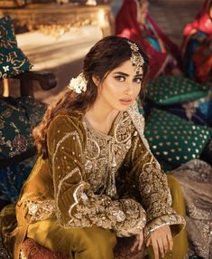Simple Pakistani Dresses, Pakistani Wedding Dresses, Pakistani Dress Design, Wedding Lehnga, Nikkah Dress, Sajal Ali Wedding, Velvet Dress Designs, Mehndi Outfit, Girl Fashion Style