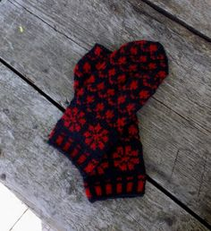 hand knitted black red wool mittens by peonijahandmadeshop on Etsy, $44.00