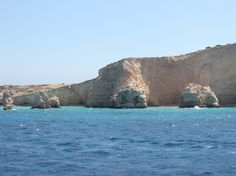 4 lesser know Greek Islands - Majestic rock formations meet turquoise waters along the coast of Kato Koufonissi.