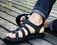 Sandals Outfit, Shoes Sandals, Dress Shoes, Male Fashion Trends, Mens Fashion, Melissa Flox, Mens Canvas Shoes, Casual Wear For Men, Brown Leather Sandals