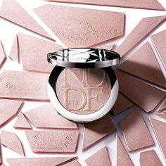 Looking for a super glowing skin? Check out the DIORSKIN NUDE AIR LUMINIZER POWDER Its lightweight texture blends seamlessly with your skin giving your complexion a radiant luminosity✨ Makeup Goals, Makeup Inspo, Dior Makeup, Beauty Makeup, Kylie Lipstick, Cosmetics & Perfume, Makeup Obsession, Makeup For Beginners, Makati