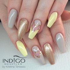 Champagne Gel Polish by Kristiina Tonissoo ♥ #polish #gelpolish #nails #pastel #pastelnails #lemon #glitter #gold