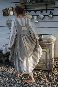 Yes, for me that would be the right place for the gathers to start front as well… Mode Outfits, Chic Outfits, Pretty Outfits, Bohemian Style, Boho Chic, Shabby Chic Mode, Mode Boho, Apron Dress, Look Vintage