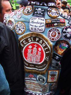 jackets fashion chicks dude am a rocker bent for leather and leather Fc St Pauli, The Bitter End, Battle Jacket, Soccer Fans, Sports Clubs, I Am Game, Best Games, Football, Rockers