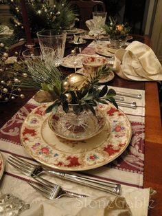 christmas tablescapes | StoneGable: Traditional Christmas Tablescape | Tablescapes/dishes
