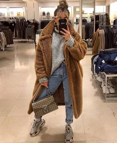 winter outfits street style How to wear the best coat of the season! The Teddy Coat Casual Fall Outfits, Winter Fashion Outfits, Dope Outfits, Fall Winter Outfits, Autumn Winter Fashion, Trendy Outfits, Winter Clothes, Winter Fashion Street Style, Chill Outfits