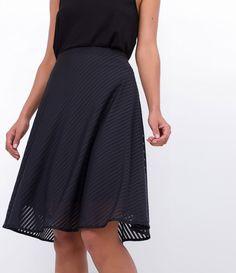 Saia feminina  Rodada  Listrada  Marca: Cortelle  Tecido: Poliéster  Composição: 93% poliéster; 7% elastano  Modelo veste tamanho: P     Medidas da modelo:     Altura: 1.74   Busto: 84   Cintura: 62   Quadril: 89     COLEÇÃO VERÃO 2017     Veja outras opções de    saias femininas.