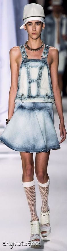 How to wear denim overalls chic jeans 55 Ideas Blue Fashion, Denim Fashion, Fashion Outfits, Denim Ideas, Denim Trends, Denim Overalls, Denim Outfit, Recycled Denim, Couture Fashion