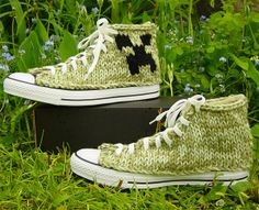 Knit Gamer Chucks: 8 Bits for Your 10 Toes in minecraft style ( Could be done in crochet? Minecraft Outfits, Minecraft Shoes, Minecraft Fan Art, Nerd Crafts, Minecraft Creations, Cute Games, Adolescents, Geek Fashion, Walk This Way
