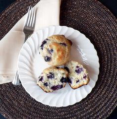 Blueberry Lemon Muffins ~ fluffy and moist blueberry muffins with a hint of lemon
