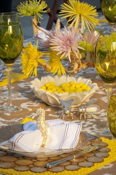 Love the pop of color Kara Ross used on her table. So summer!   Featured in Palm Beach Entertaining by Annie Falk