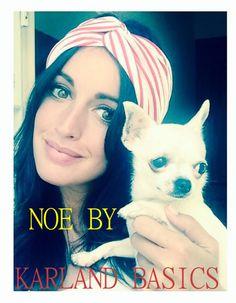 ... Divina la top model, Noelia López, posando con uno de nuestros #turbantes artesanales junto a su perrita Pepa ...  Tú también puedes lucir así de estilosa por el camino de la vida, sólo has de hacer tu encargo y concretar tu diseño.  ¿A qué estás esperando? ¡Feliz fin de semana!