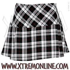 Falda de colegiala a cuadros blancos y negros.