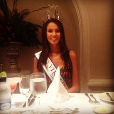 Desde Huila para el mundo entero y en un almuerzo en su honor: nuestra Virreina Lorena Hermida Aguilar.