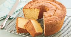 Our Million Dollar Pound Cake is just that good (really). Million Dollar Pound Cake Recipe Kathy Alexander Desserts Our Million Dollar Pound Cake is just that good (really). Kathy Alexander Our Million Dollar Pound Cake is just that g Homemade Pound Cake, Pound Cake Recipes, Easy Pound Cake, Regular Cake Recipe, Homemade Cake Frosting, Almond Pound Cakes, Homemade Cookies, Homemade Desserts, Gourmet
