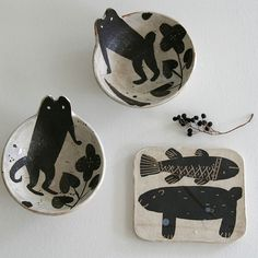 wonderful animal bowls from Matilde (Exhibition Mutsumi ~ black vessel Kagoshima) Ceramic Clay, Ceramic Plates, Ceramic Pottery, Pottery Art, Keramik Design, Kagoshima, Paperclay, Sgraffito, Sculpture