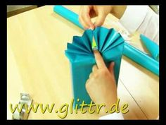 DIY : Gift wrapping idea by Søstrene Grene Gift Wrapping Bows, Gift Wraping, Present Wrapping, Creative Gift Wrapping, Christmas Gift Wrapping, Japanese Gift Wrapping, Japanese Gifts, Japanese Style, Gift Wrapping Techniques