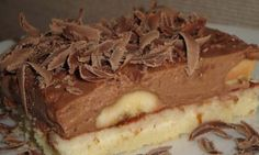 A really irresistible chocolate cake with bananas. If you like banana cake, do not hesitate and try this very simple cake. A really irresistible chocolate cake with bananas. If you like banana cake, do not hesitate and try this very simple cake. Pavlova, Chocolate Cake, Tiramisu, Cheesecake, Good Food, Dessert Recipes, Food And Drink, Cooking Recipes, Pie