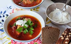 Boršč+z+Ukrajiny.+Karmínová+barva+a+silný+vývar Thai Red Curry, Soup, Ethnic Recipes, Journey, Soups, Chowder