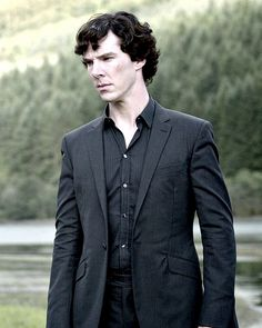 I love the way Sarah Arthur styles Benedict Cumberbatch for Sherlock. Sherlock Holmes Bbc, Sherlock Holmes Benedict Cumberbatch, Benedict Cumberbatch Sherlock, Sherlock John, Sherlock Moriarty, Damon Albarn, Martin Freeman, Hunger Games, Detective